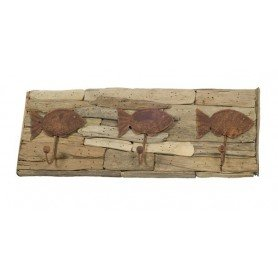 Perchero marino de madera reflotada con tres peces oxidados