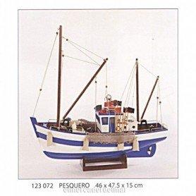 Barco pesquero en maqueta náutica