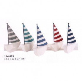 Miniatura marinera de velero rustico con vela a rayas