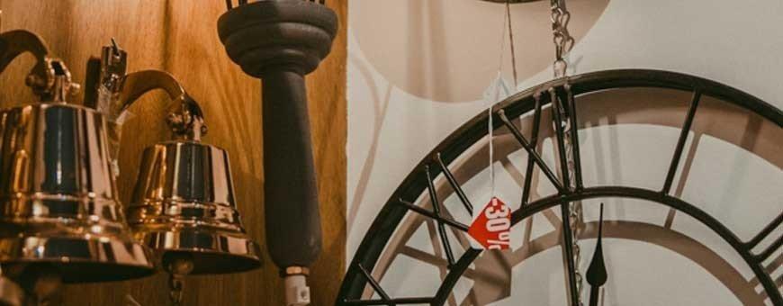 Campanas de barco, bocinas, silbatos y megáfonos para decoración